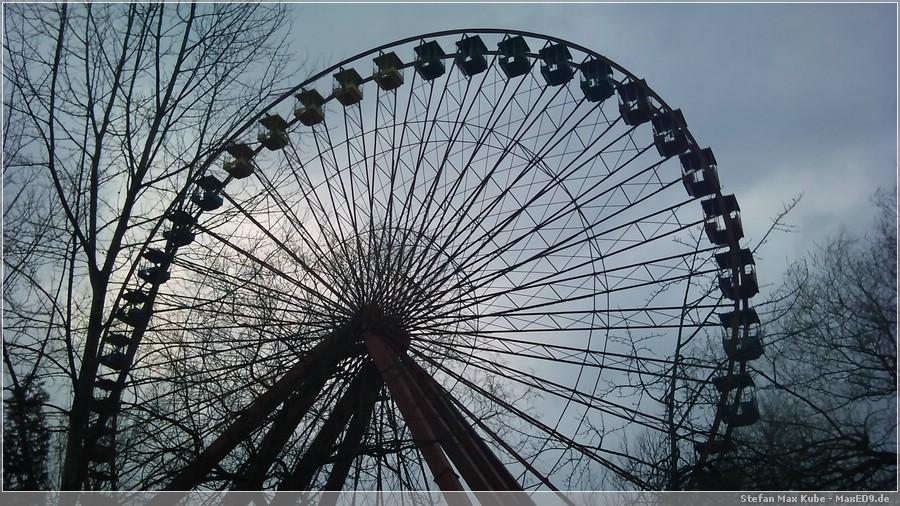 {kf} Riesenrad im Abendhimmel