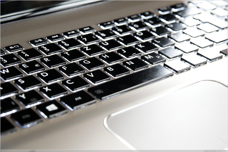 Toshiba Satellite P70-B-10T Tastatur und Touchpad