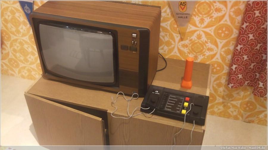 {nost} Spielkonsole und Fernseher