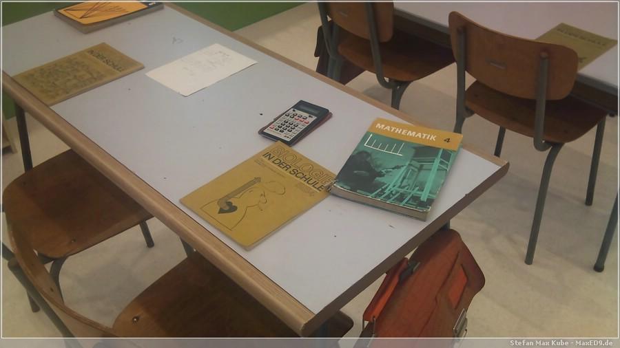 {nost} Schulbücher und Taschenrechner SR1
