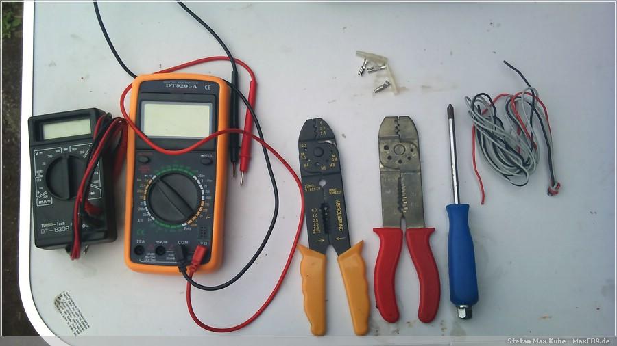 {yk} benötigtes Werkzeug und Teile