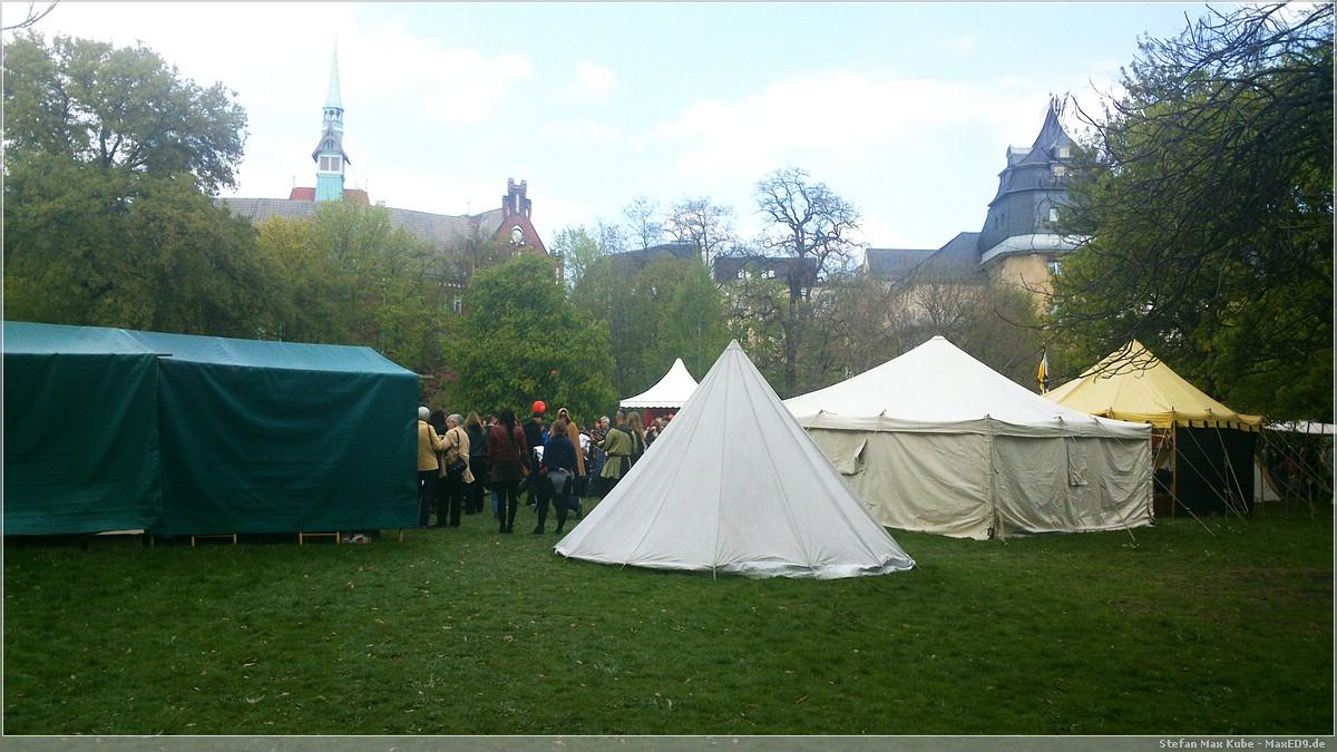 Die Zelte vor dem Rathaus
