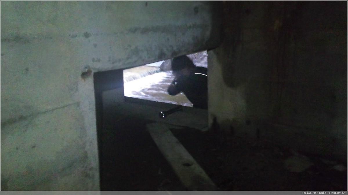 {kk} der Ein/Ausgang der Höhle