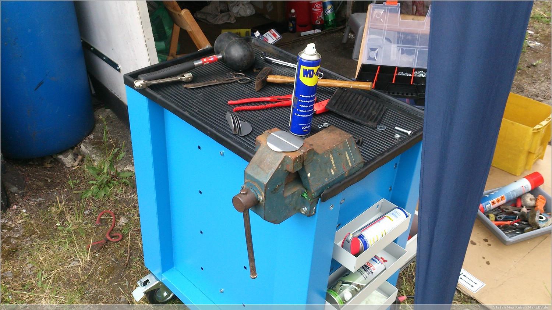 Werkzeugwagen mit Schraubstock