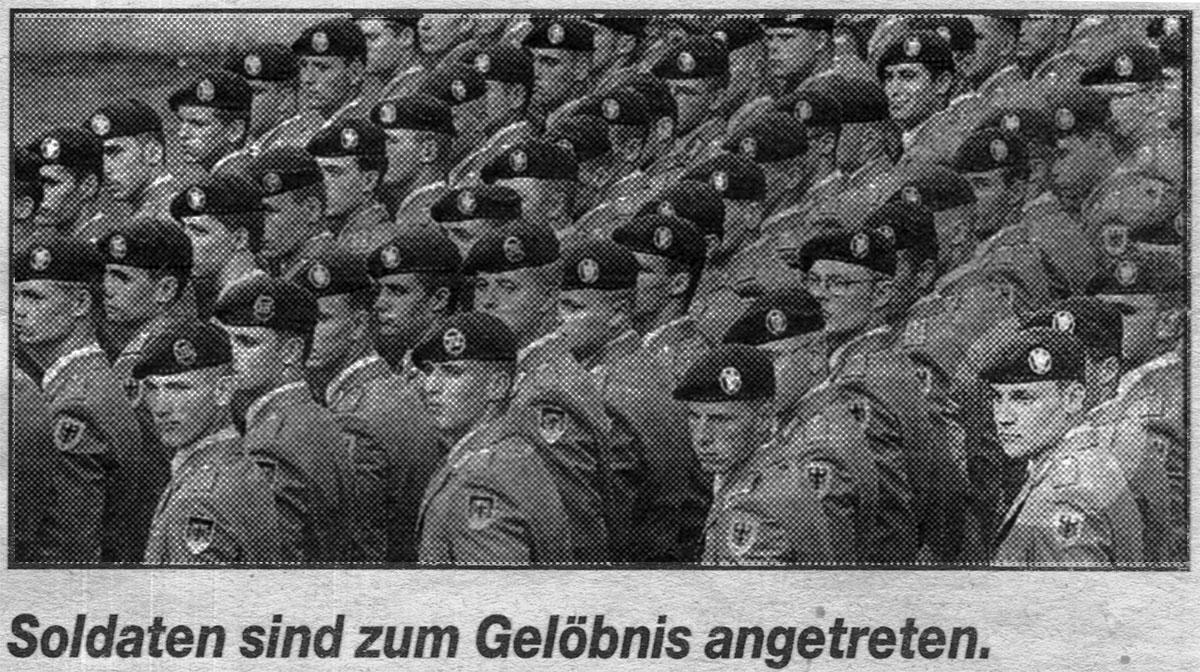 Soldaten sind zum Gelöbnis angetreten