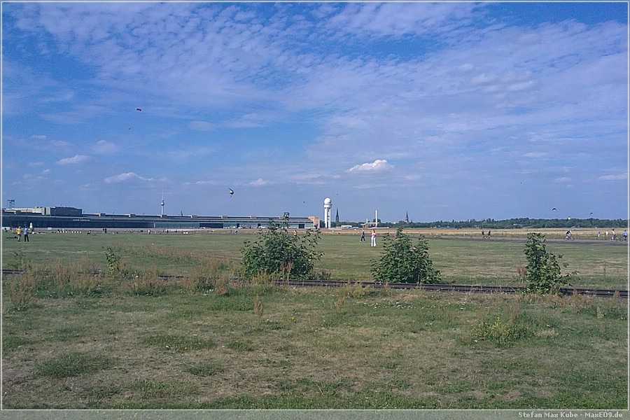 {thf} Tempelhofer Feld, Flughafengebäude