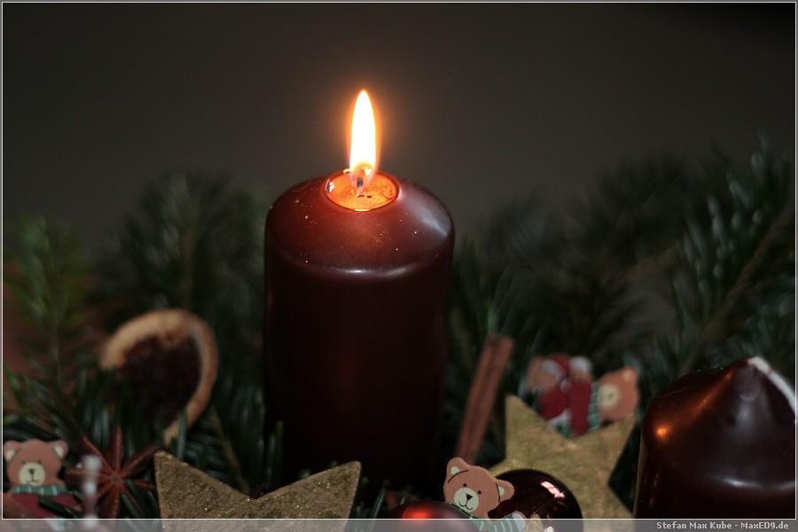{1adv} die erste Kerze