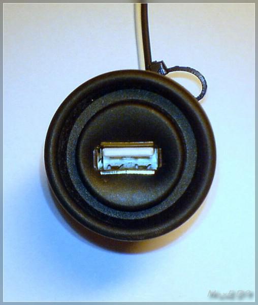 {usb1} geschlossene Dose mit USB-Anschluß